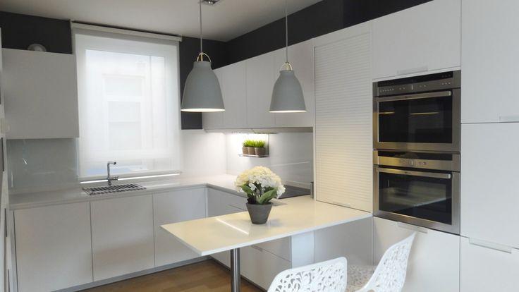 Cocinas azulejos rectangulares blancos buscar con google - Cocinas rectangulares ...