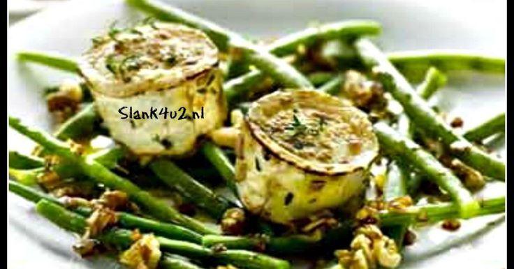 Warme salade van sperziebonen met geitenkaas Koolhydraatarm, glutenvrij, vegetarisch, ei-vrij. Geschikt als voorgerecht bij een dineetje of als hoofdgerecht, met een stukje vis of vlees, of neem een dubbele portie, zeker als je vegetarisch bent. De combinatie van... #azijn #feestelijk #geitenkaas