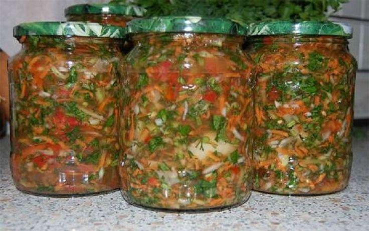Mix-ul de legume pregătit în plin sezon este foarte binevenit pe timp de iarnă, când dorim să readucem în bucătaria și casa noastră minunatele arome de legume proaspete. Masa pregătită cu astfel de mix, va fi mult mai variată, delicioasă și aromată. De obicei, la astfel de provizii, pot fi folosite legume precum: roșii, ardei …