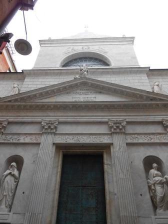La basilica di San Siro, una delle più antiche chiese cattoliche di Genova, è un edificio religioso situato nell'omonima via, nel quartiere della ........