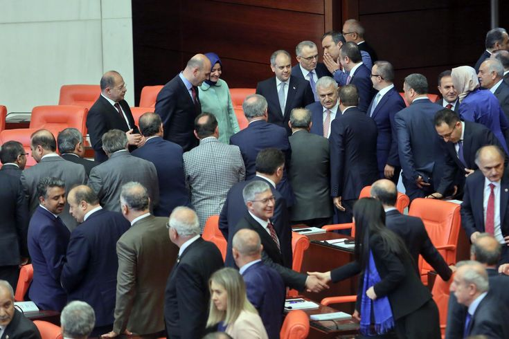 AKP'li 275 vekilin ekranlara çıkması yasaklandı! - https://jurnalci.com/akpli-275-vekilin-ekranlara-cikmasi-yasaklandi-86578.html