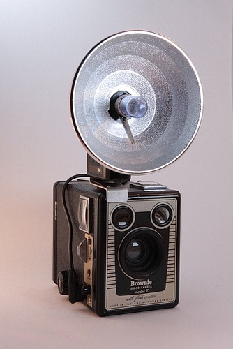 Kodak Brownie Six-20 Model E with complete flash and bulbs in original box by Mattijsje, via Flickr