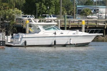 VERY WELL APPOINTED 2001 TIARA 4000 EXPRESS WITH HARDTOP