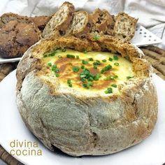 Esta hogaza de pan con queso es un éxito en el centro de todas tus mesas de fiesta y reuniones. Cuando se acaba el queso del interior todo el mundo empieza a cortar con las manos el pan de la propia hogaza que está impregnado en queso hasta que se acaba.