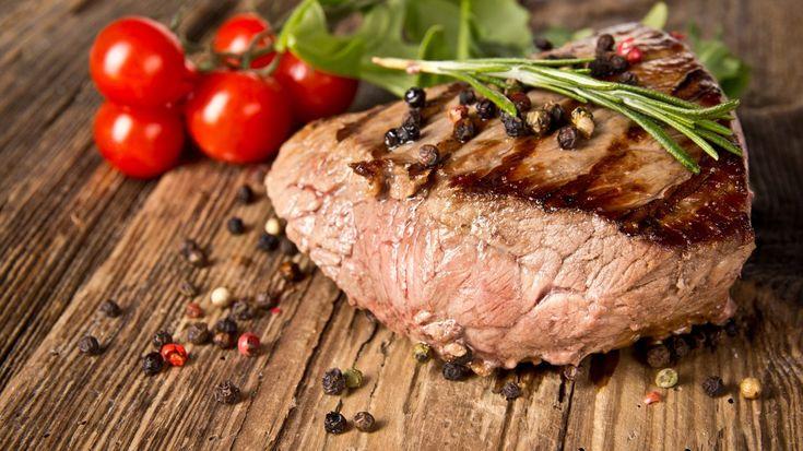 Быстрый ритм жизни — ещё не повод отказывать себе в хорошем домашнем ужине. Лайфхакер делится вкусными рецептами, которые под силу приготовить любому за 30 минут.