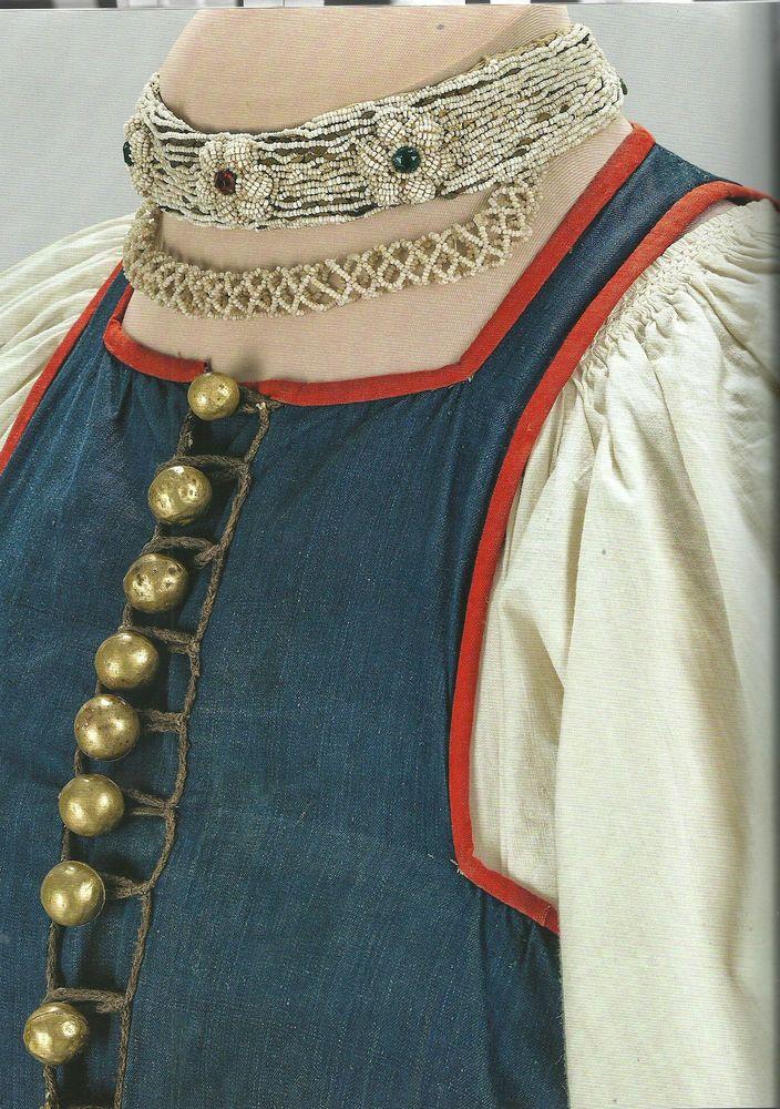 Ожерелье-перло: Новгородская губ. вторая пол. XIX в. бисер, стразы, хлопчатобумажная ткань, шелк, металл, конский волос; вышивка, низание.