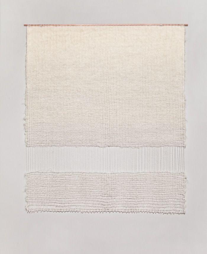 Mimi Jung은 뉴욕출신으로 텍스타일 아티스트로 활동하고 있다. 순수 미술과 그래픽을 전공하여 그래픽 디자이너로 일을 시작하게 되지만 곧 그만두고 자신의 쥬얼리 브랜드 Surrounded를 런칭하게 된다. 같은 시기에 신청하려고 했던 패턴 수업이 취소되는 바람에 우연히 직물
