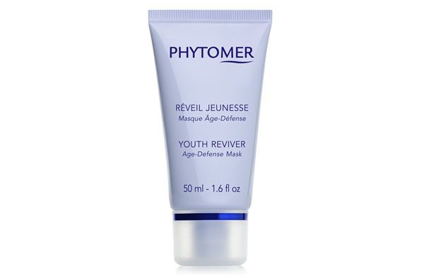 The Phytomer Youth Reviver Age Defense Mask is a weekly anti-aging, anti-wrinkle treatment mask that improves skin firmness and texture.