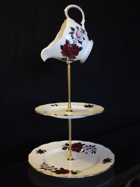 Gâteau de couche vintage 3 stand, stand de bijoux avec un haut de forme de cruche. cadeau, tea parties, stand style Chapelier, cadeau maison, Alice au pays des merveilles.