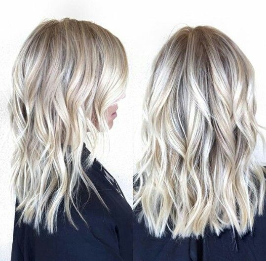 Platinum blonde bayalage and medium lenght haircut // IG: @hairby_chrissy