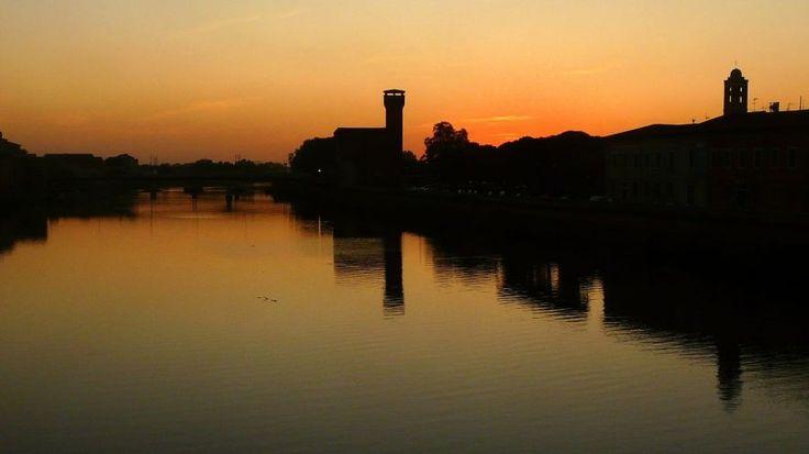 #Sunset over the river #Arno in #Pisa, #Italy | Picfari.com