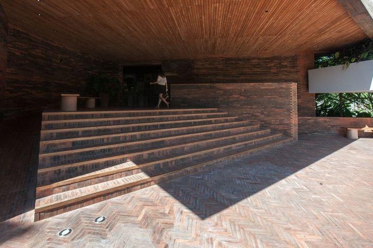http://www.arsitekturindonesia.org/museum/andra-matin-bold-and-beautiful