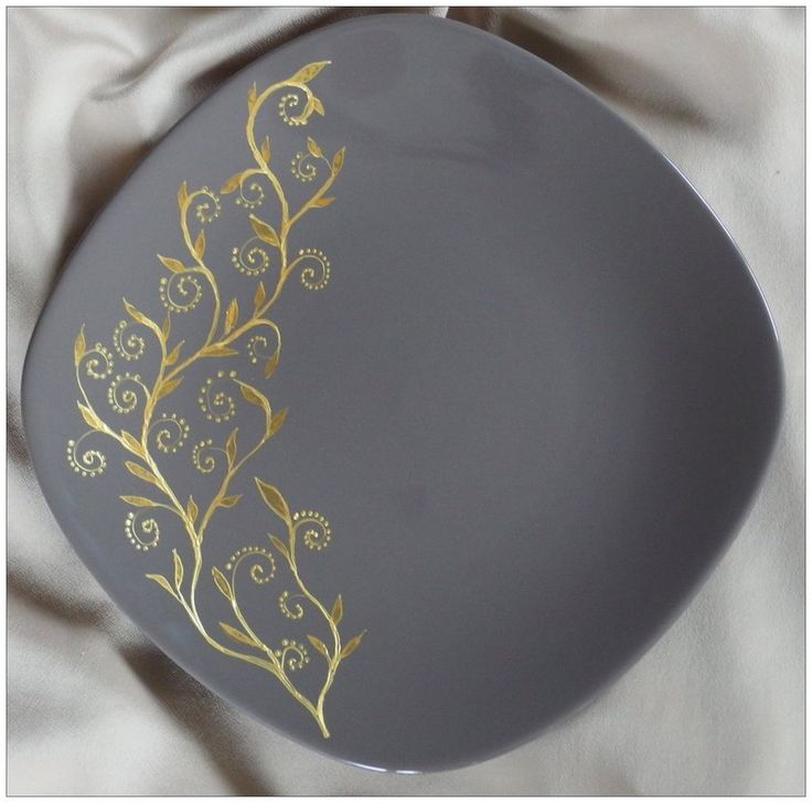 Golden twig by Agnieszka Sokołowska. Hand painted on porcelain platter. All my porcelains are painted with Talens Decorfin Porcelain and baked in high temperature, so they are pretty durable.  #brown #golden #handpainted #porcelain #sprig #sprout #tableware #twig #xantosia #leaf #platter