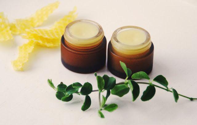 Mjukt och vårdande Läppbalsam med en mild doft av Vanilj. Se recept nedan ♥ Hemmagjort Läppbalsam Vanilj* 10 g Bivax* 5 g Kokosolja...