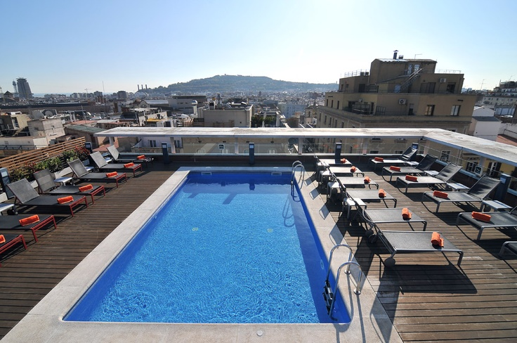 Pool | A magnificent outdoor pool and large terrace make Hotel Jazz an exceptional place to relax in the center of Barcelona.