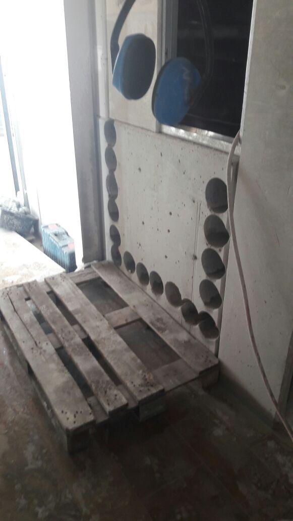 Betonbohrung, Durchbruch für Lüftingsschacht in Augsburg in einem Einkaufszentrum - Beton schneiden, Beton bohren / sägen vom Profi. Kernbohrung, Betonbohren, Fugen schneiden u. weitere Arbeiten - wir sind härter als Beton, über 20 Jahre Erfahrung, zertifiziert - fragen Sie uns: http://kernbohrung-augsburg.de