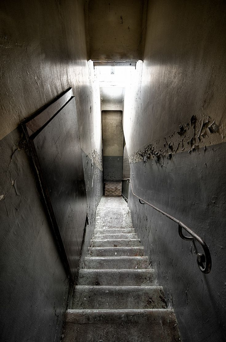 looking_down_stairs_by_miisamm-d57dc5w.jpg (848×1280)