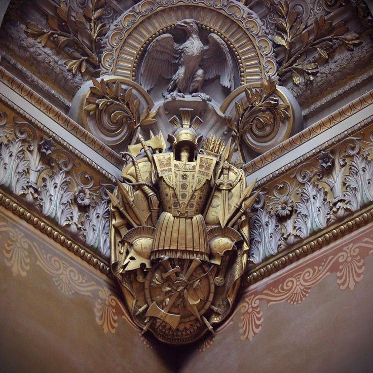 Pára tudo! Que obra de arte famosa é essa aqui no Louvre amigas? Nenhuma. É só a quina do teto. Porque em Paris nada é simples. #paris #france #louvre #famous  #europa #eurotrip #turistando #ferias #viagem #viaje #viajar #trip #travel #patriciaviaja
