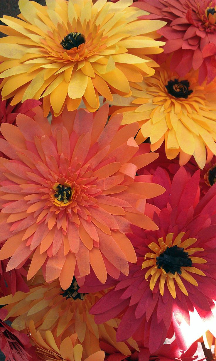 Red, orange and yellow paper gerbera daisies -  Gerbere in carta rosse, arancio e gialle - #paper #flowers #flower #paperflowers