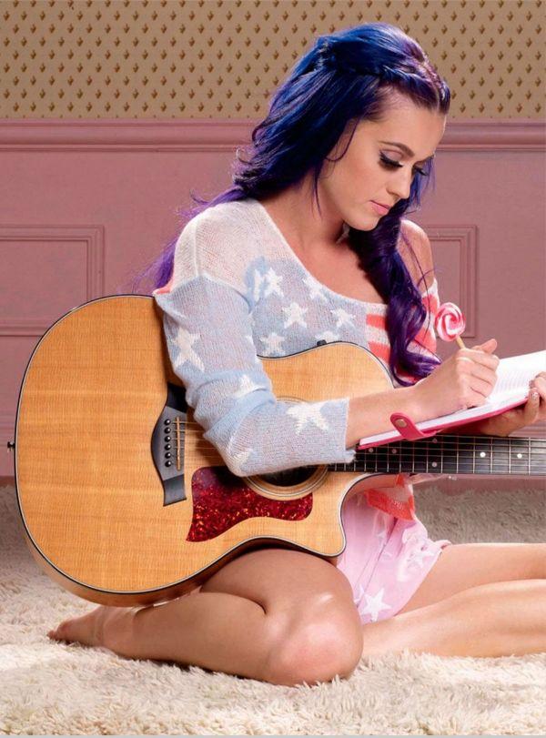 Katy Perry - gorgeous blue/purple hair  a lollipop pen :p