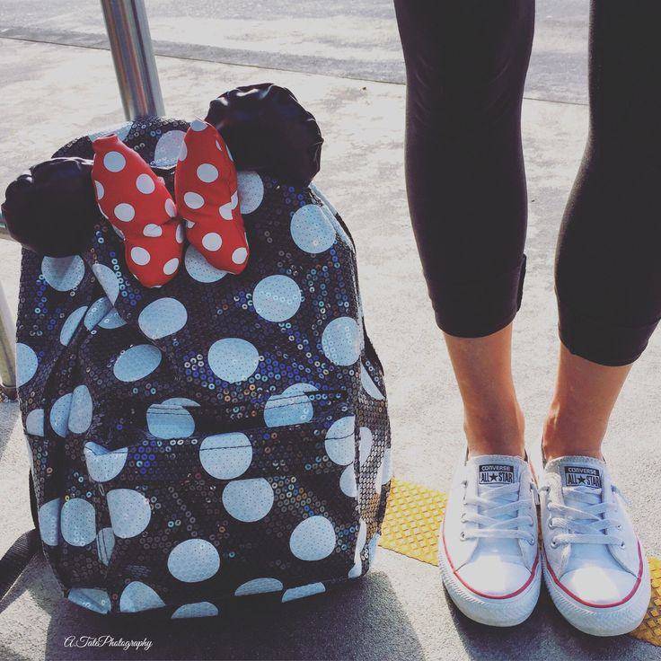 Waiting on the Bus to Epcot  | a.tatephotography | VSCO Grid® #Disney #Converse #MinnieMouse <3
