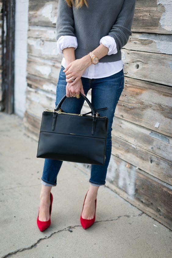 Da vida a tus looks más básicos con estas fabulosas ideas para combinar zapatos rojos