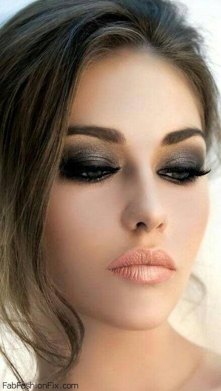 Classic smokey eyes and peach color lipstick makeup look