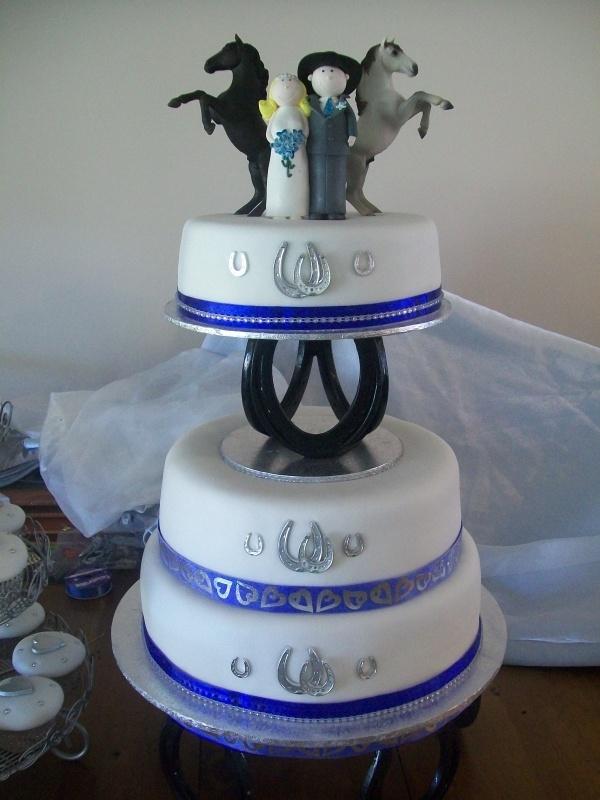 Horseshoe Wedding Cake Wedding Horseshoes Themed Wedding Cakes