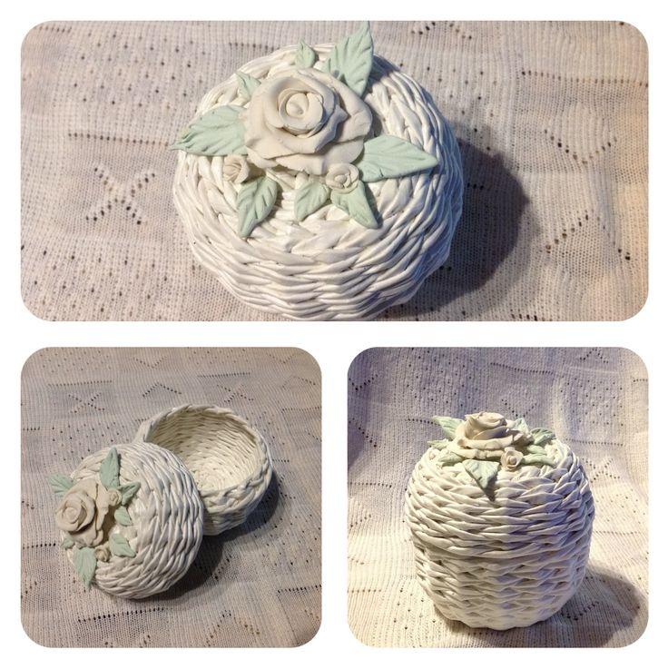 Шкатулка из бумаги , цветы холодный фарфор .