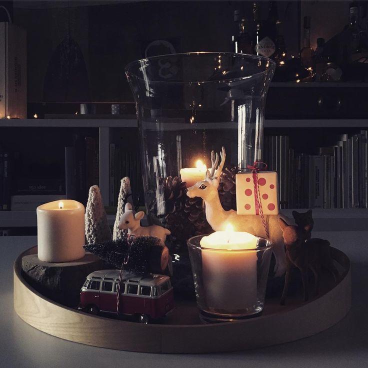 Il centro tavola per questo #Natale : candele bianche circondate da pigne e ceppi in legno, simpatici aiutanti e alberi innevati all'uncinetto #xmas #christmas #lamagiadelnatale #ilcalendariodelclub2015 #ilclubdelnataleasettembre #crochet #myhome #lifeathome #living #centrotavola #natalebello #cosebellebreak #crochet_detailsofus #xmas_detailsofus