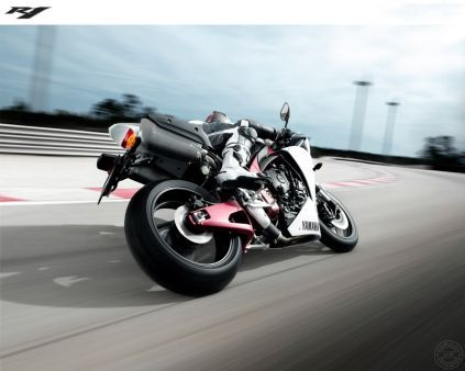 http://alliswall.com/yamaha-bikes/yamaha-yzf-r1-bike-the-power-is-back!