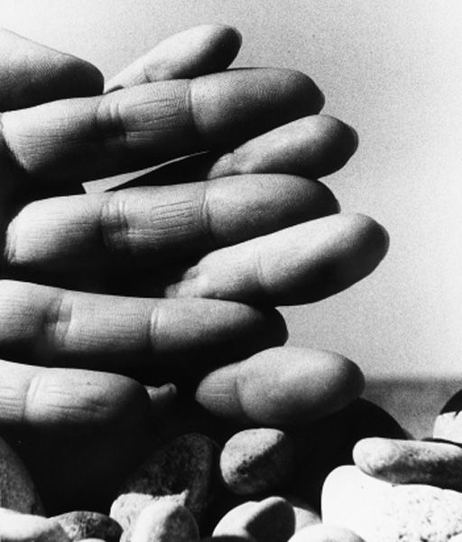 Bill Brandt // Hands on the beach, 1959