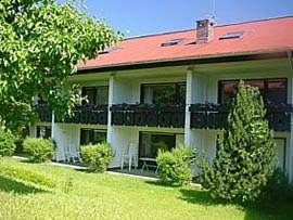 Ferienwohnung Kornau Oberstdorf/Kornau Situated in Oberstdorf, this apartment features a terrace and a garden with a terrace. Ferienwohnung Kornau boasts views of the garden and is 3.9 km from Erdinger Arena. Free private parking is available on site.
