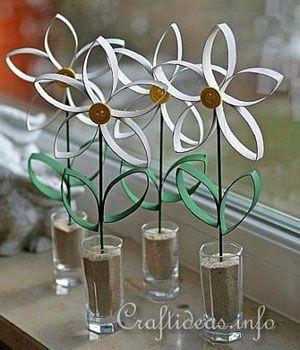 Papel: um dos ítens que pode ser reutilizado de maneiras infinitas! Solte a criatividade e faça uma flor, por exemplo (crédito da foto: craftideasinfo)