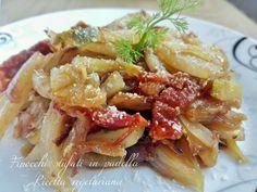 Finocchi stufati in padella ricetta vegetariana è un piatto invernale saporito e gustoso. Ottimo a consumare anche le foglie esterne del finocchio.