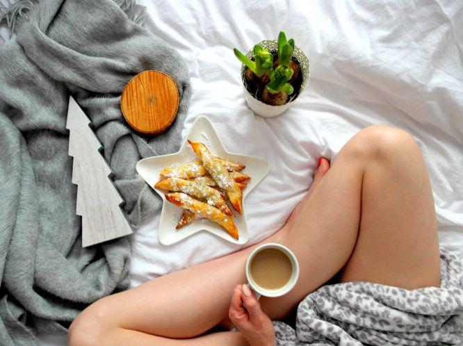 Późne niedzielne śniadanie: miały być rogaliki, a wyszły ruloniki z nutellą 😉 i do tego kawa ☕️🙂 Miłej niedzieli 🙂 --> Zapraszam moją stronę na fb https://m.facebook.com/eatdrinklooklove/ ❤ . .  Late sunday breakfast: they were to be croissants and they came out rolls with nutella 😉 and the coffee ☕ Have a nice sunday 🙂  --> I invite my page on fb https://m.facebook.com/eatdrinklooklove/ ❤