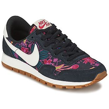 Inspirée par la chaussure de running classique, la chaussure Nike Air Pegasus 83 Print pour femme est conçue pour offrir style et confort au quotidien avec une empeigne en nylon à imprimé et une semelle intermédiaire amortie en toute légèreté. - Couleur : Noir - Chaussures Femme 89,99 €