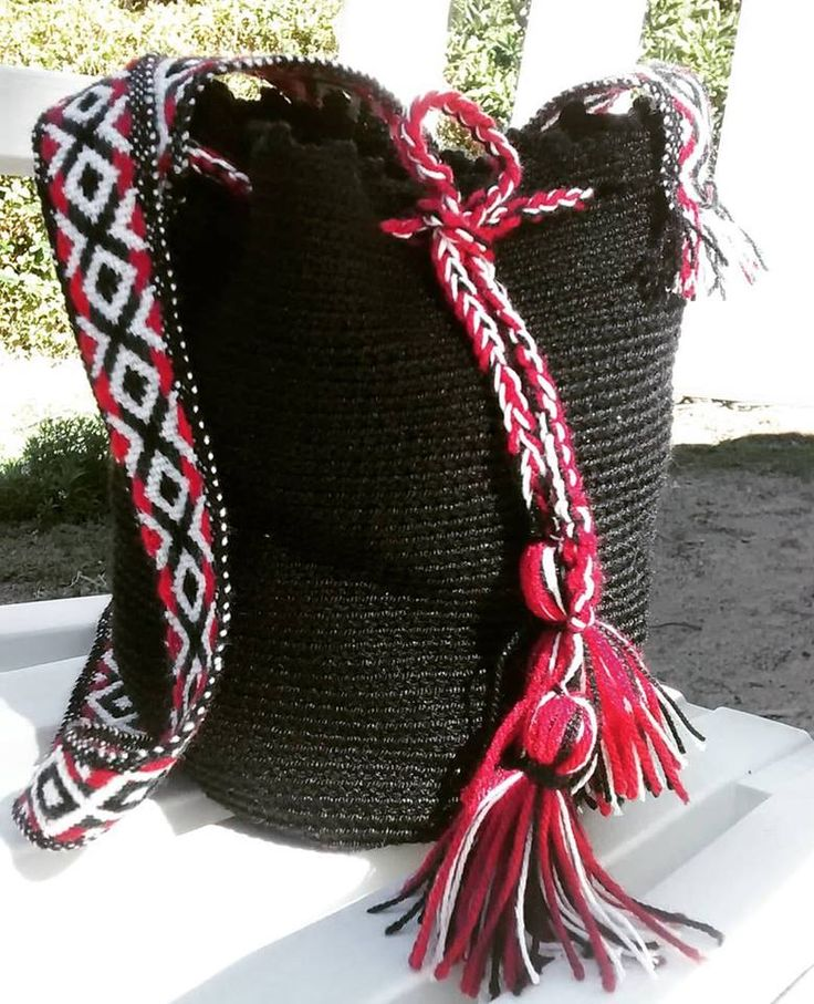 bolso crochet con aplicaciones de telar mapuche. Chile.