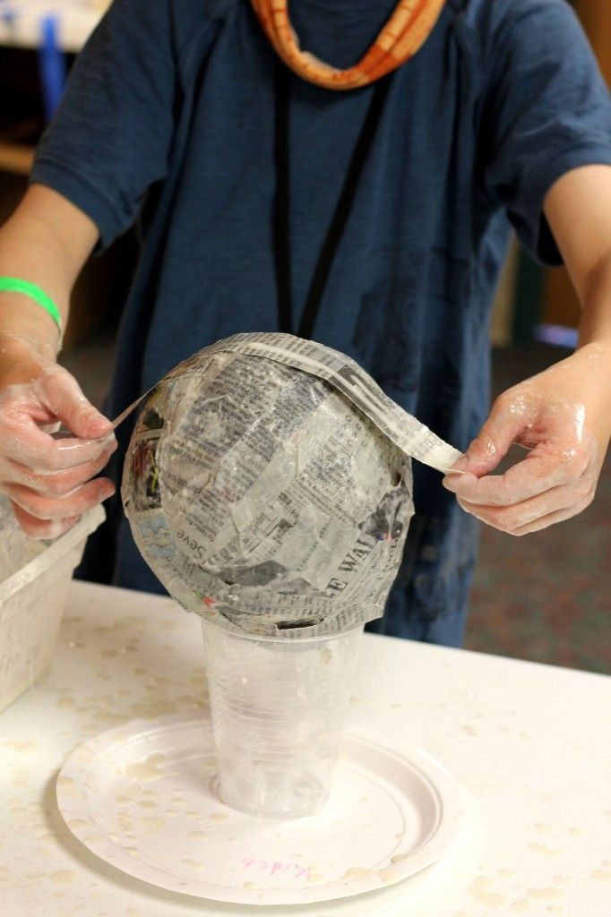 Paper mache globes. going to use this technique to make pumpkins too!