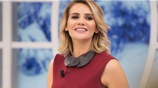 """Tek vatan Türkiye: ATV'nin başarılı sunucusu Esra Erol dün radyocu Adem Metan'ın programında 15 Temmuz ve sonrasında yaşananlarla ilgili açıklamalar yaptı. Demokrasi nöbetlerinin vazgeçilmez ismi olan Erol şöyle konuştu: """"Böyle yürekli vatanına milletine bağlı bir halka darbe yapılamaz. Mezhep dil din ırk öneml..."""