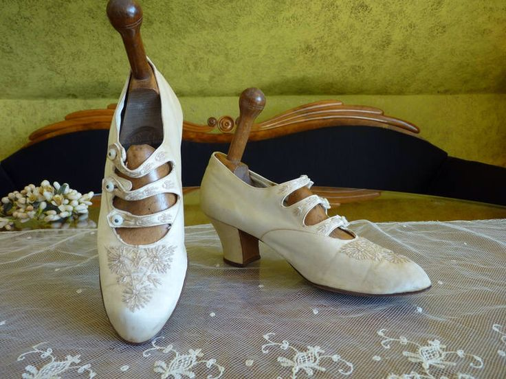1907 Wedding Shoes, Edwardian Shoes, Antique shoes, antique bridal shoes, antike Schuhe, antike Brautschuhe, antique pumps by MadameFlorence on Etsy https://www.etsy.com/listing/520540432/1907-wedding-shoes-edwardian-shoes