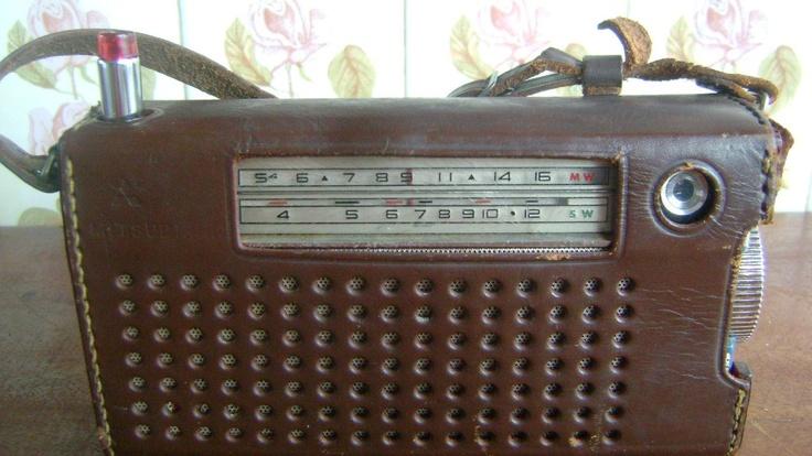 Antigo Rádio Mitsubishi Japan 8 Transistor - Model 8 X 584 - Início dos anos 60. Meu pai teinha um desses. Era o máximo!