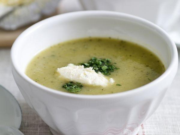 Courgettesoep met kruidenkaas! Met een smakelijk kleurtje - Libelle Lekker!