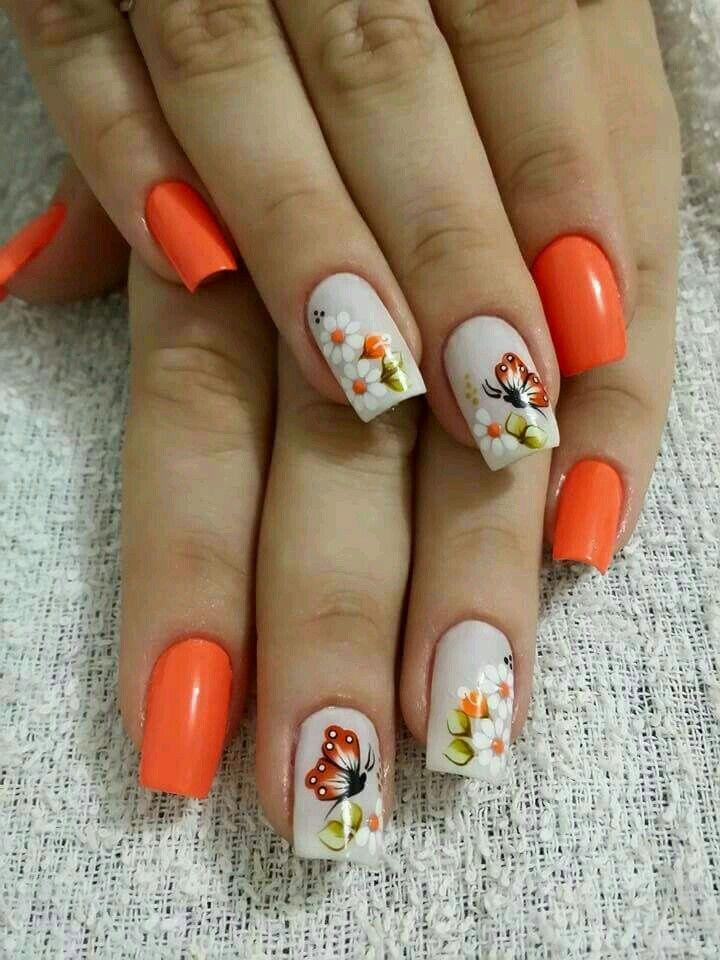 Hermosa decoración de uñas