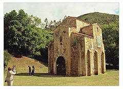 San Miguel de Lillo – wizygocki - przedromański rzymskokatolicki kościół pod wezwaniem Michała Archanioła wzniesiony w IX wieku na zboczu góry Naranco w regionie Asturia (północna Hiszpania). Była to kaplica pałacowa króla Ramiro I.