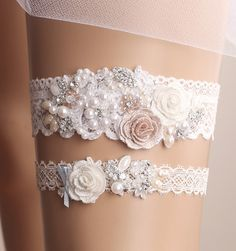 Hey, I found this really awesome Etsy listing at https://www.etsy.com/listing/268458764/wedding-garter-set-bridal-garter-set                                                                                                                                                                                 Más