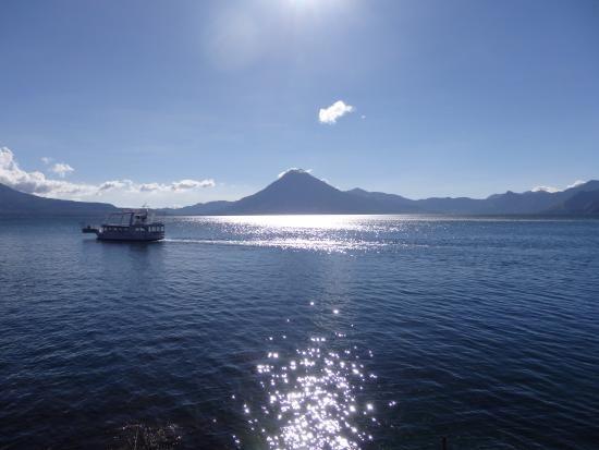 Foto de Lago de Atitlán, Lake Atitlan: Lago por la tarde-noche ...