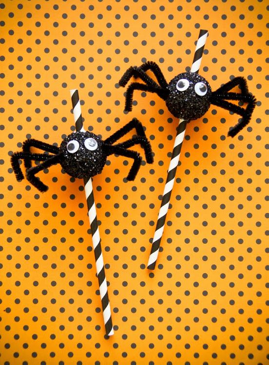 fete gazette: DIY Halloween Spider Straws. Another addition to kids' treat bags for school