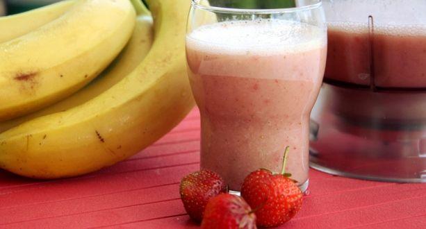 Édes epres-banán turmix recept: Kellemes nyári hűsítő turmix, amely nagyon finom, és egészséges! Hagyjunk fel a színezett, aromázott üdítőkkel! ;)