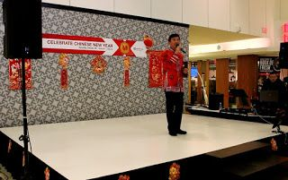 Artist Peter Suk Sin Chan  畫家 陳叔善: Singing at the CENTERPOINT MALL Chinese New Year C...